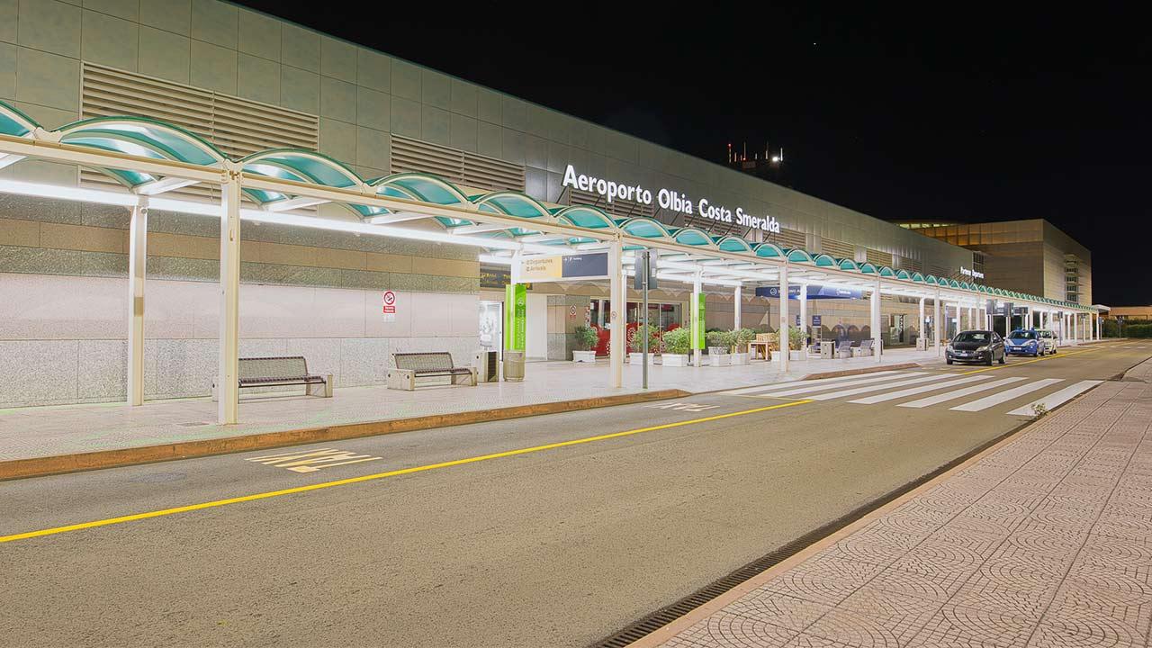 aeroporto-di-olbia-di-notte-hello-olbia